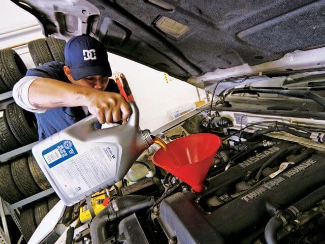 Интервал замены масла в двигателе. Считаем километраж