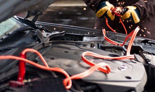 Почему кипит аккумулятор на машине? Список причин и действий