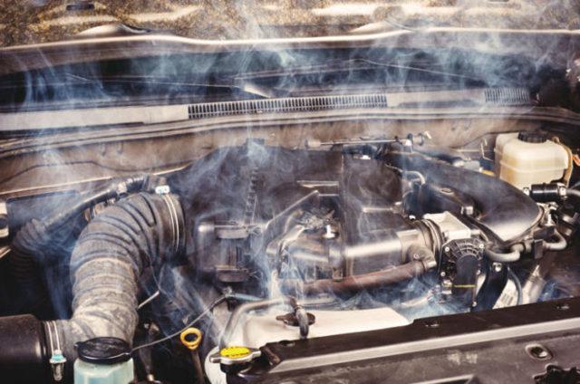 Почему пахнет выхлопными газами в салоне? Несколько вариантов и способы устранения