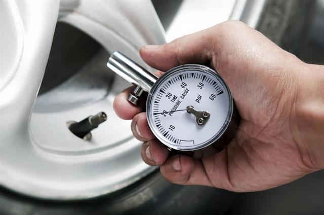 Какое должно быть давление в колесах автомобиля? Цифры, факты и интересное