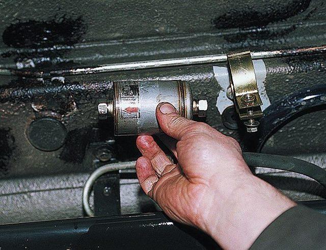 Почему при переключении передач машина дёргается? Где кроется проблема?