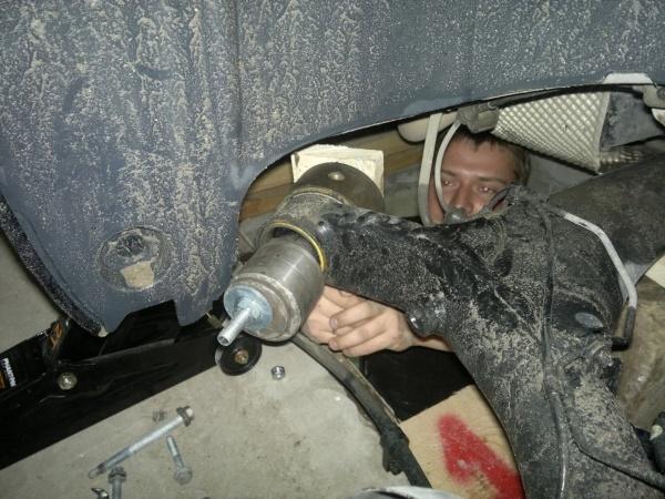 Замена сайлентблоков задней балки renault megane 2. Плановый ремонт француза