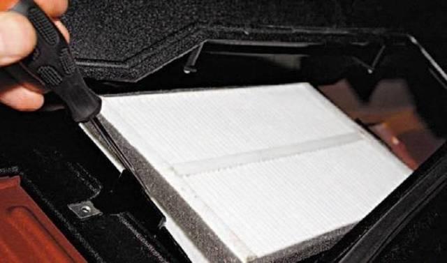 Замена салонного фильтра на ниве шевроле. Все тонкости в нашей статье