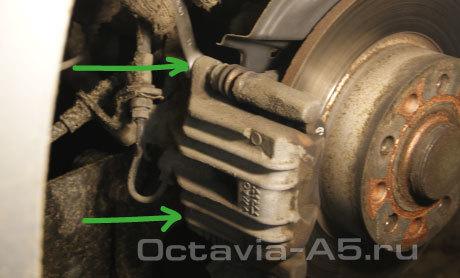 Замена задних тормозных колодок skoda octavia a5. В принципе, тут нет ничего сложного