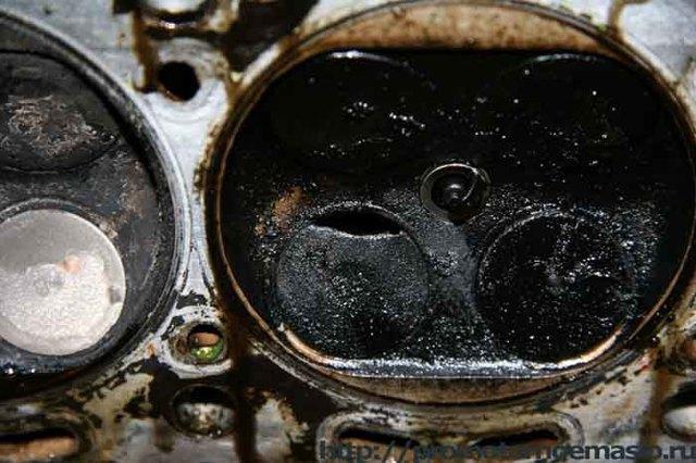Почему моргает лампа давления масла на прогретом двигателе? Причины и решения