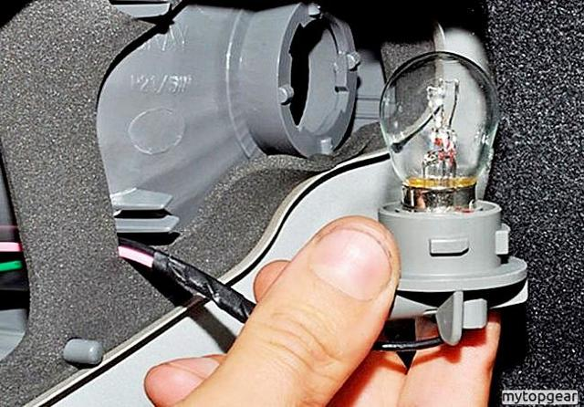Как заменить лампочку габаритных огней? Дпс накажет