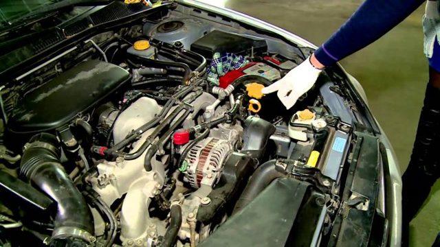 Как проверить уровень масла в двигателе? Простые, но эффективные методы