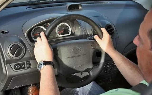 Правильная посадка за рулем автомобиля. Комфорт против безопасности