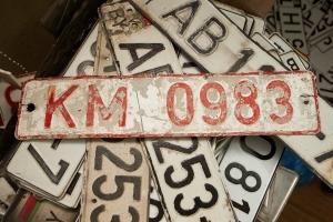 Что делать, если стерлись номера на машине? Список действий и советов