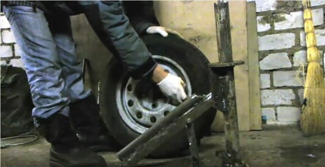 Как разбортировать колесо автомобиля своими руками? Обновляем багаж авто знаний