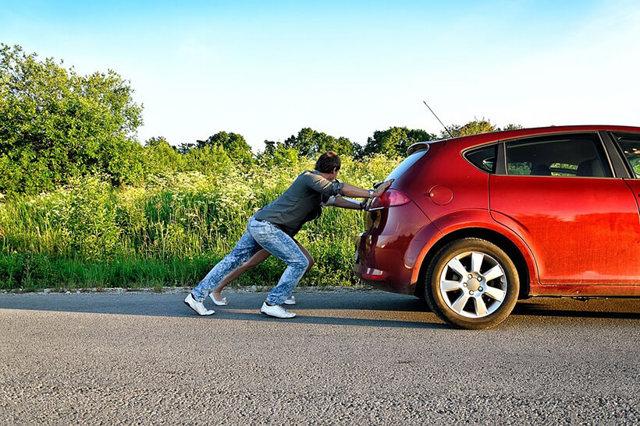 Что делать, если машина заводится только с толкача? Несколько способов исправить ситуацию