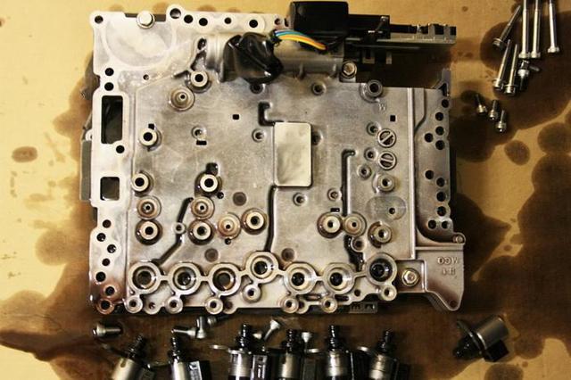 Где находится блок управления двигателем и другое по этой теме