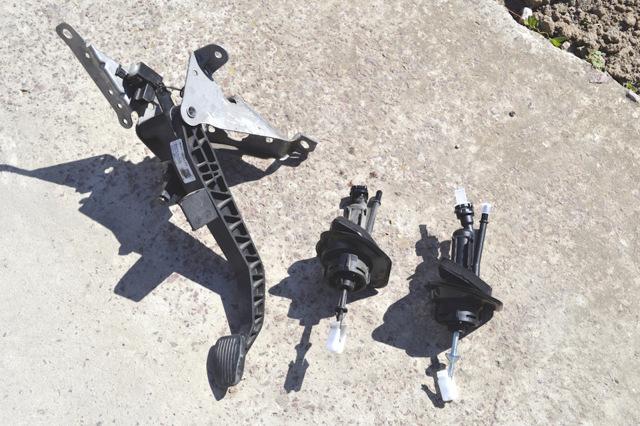 Замена главного цилиндра сцепления ford focus 2. Обслуживаем амекаринца