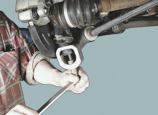 Как сделать съемник шаровых опор своими руками? Рычажный и винтовые варианты