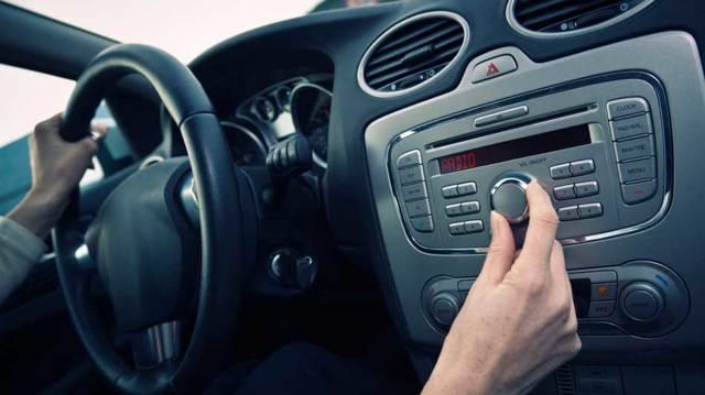 Что делать, если хрипят динамики в машине? Способы на выбор