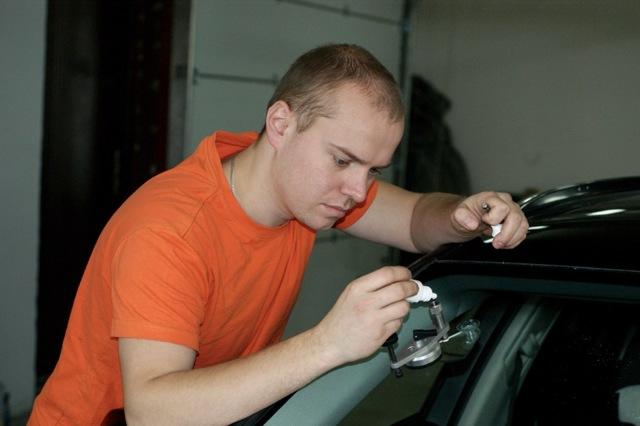 Заделка сколов и трещин на лобовом стекле автомобиля. Сделай все сам